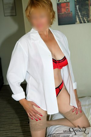 Yeliz asian escorts Martensville SK