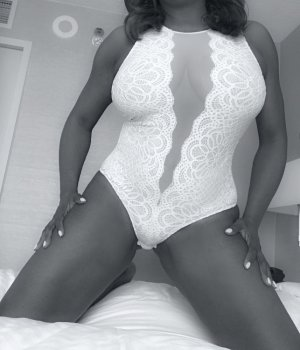 Woude hairy escorts Gurnee, IL