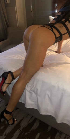 Prescylia submissive escorts River Forest, IL
