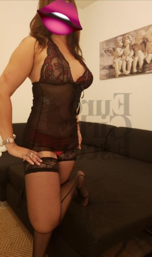 Gwendoline submissive swinger clubs in River Forest, IL